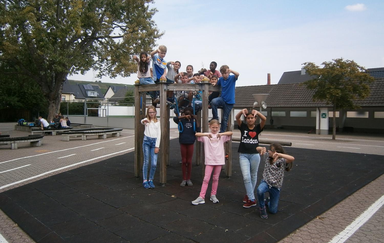 Klettergerüst Schulhof : Unterstützen klettergerüst für den schulhof rhodius gemeinsam